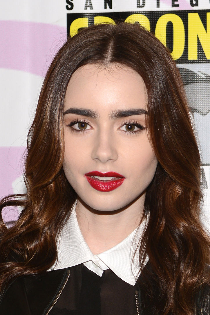 lily-collins-brown-eyeliner-red-lipstick-w724